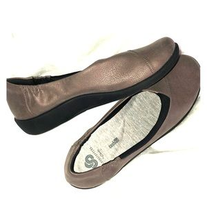 NWOT Cloudsteppers by CLARKS. no box.  Size 91/2
